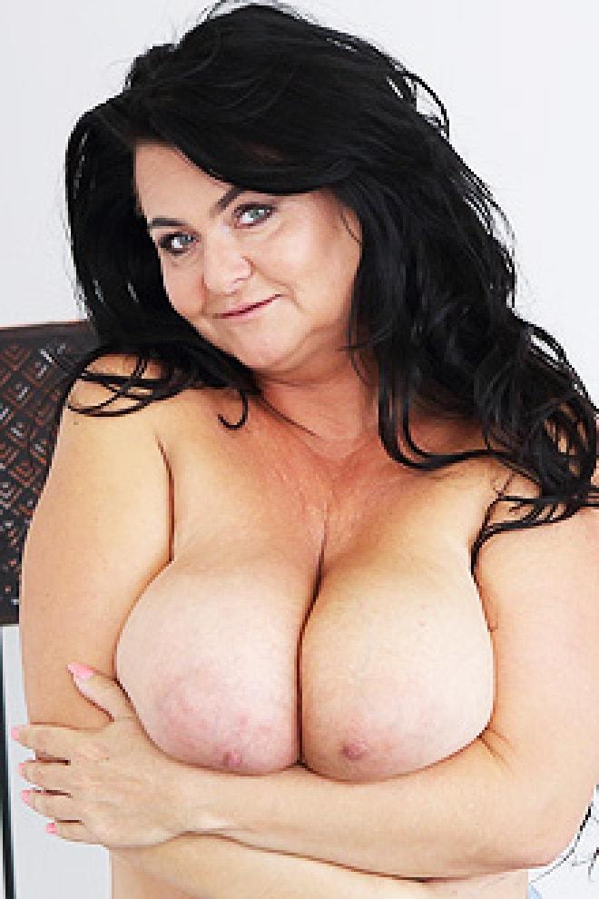Porno Busty musta